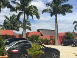 villa F4 avec piscine prive 8x4 - Pointe Aux Piments vacation rentals