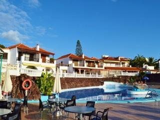 Center of Las Americas. Heated pool. A pool bar. - Costa Adeje vacation rentals