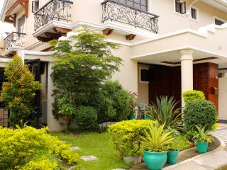 Eagle Ridge Family Vacation House - Tagaytay vacation rentals