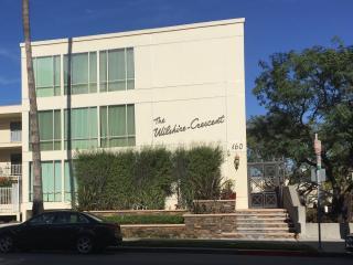 "Beverly Hills ""Golden Triangle"" Lux 1BD w/Parking - Beverly Hills vacation rentals"