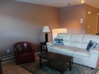 Convenient 2 bedroom Condo in Sitka with Deck - Sitka vacation rentals