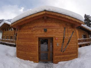 Romantic 1 bedroom Chalet in La Thuile with Internet Access - La Thuile vacation rentals