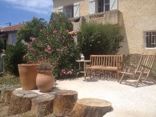 Walking distance to the Mediterranean - Saint Raphaël vacation rentals