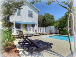 Relaxing beach living with pool steps to the sand - Destin vacation rentals