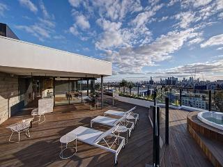 City Views trendy Riverside 2bed/2bath Resort Apt - Melbourne vacation rentals