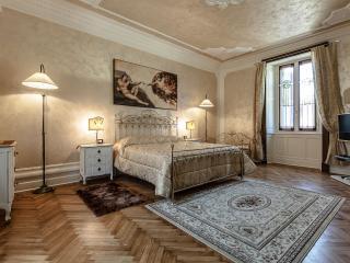 Charming apartment in Como center - Como vacation rentals