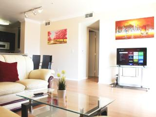 LUXURY 2+2 CONDO+PATIO near ROOSEVELT/WALK-OF-FAME - Los Angeles vacation rentals