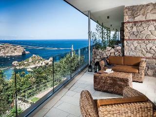 Three-Bedroom Apartment Close to Taormina with Gorgeous Sea Views  - Casa Isola 1 - Taormina vacation rentals