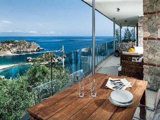 Two-Bedroom Apartment Close to Taormina with Sea-View Terrace  - Casa Isola 4 - Taormina vacation rentals