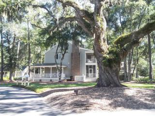 Majestic Oaks Cozy Vacation Cottage... Quiet . Beach 3 Miles. - Murrells Inlet vacation rentals