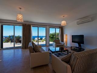 KB409 Kyrenia 3 Bedroom Luxury Dublex Villa - Kyrenia vacation rentals
