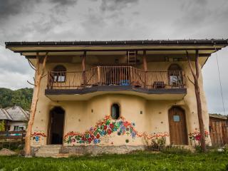 "Strawbale cottage ""Popasul Verde"" - Sant vacation rentals"