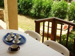 Ampio appartamento due camere da letto e giardino - Cannigione vacation rentals