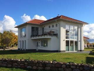 """Kapitäns-Villa  """"To'n Lüchtfüer"""" Trent / Rügen - Trent vacation rentals"""