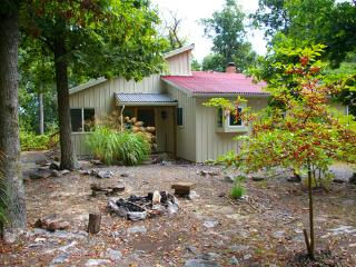 Gorgeous 2 bedroom Berkeley Springs Cottage with Television - Berkeley Springs vacation rentals