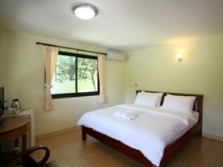 1 bedroom Bungalow with Housekeeping Included in Laem Set - Laem Set vacation rentals