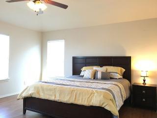 4 Bedrooms 2.5 Baths Sleeps 10 Fits 14 - San Antonio vacation rentals