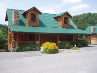 PAPA BEAR LODGE* 6 BR 6 BA * Close to Attractions! - Pigeon Forge vacation rentals