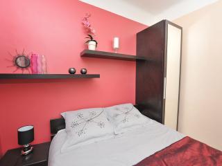 Pugetvilla Bed & Breakfast / chambre d'hôtes - Puget-Ville vacation rentals