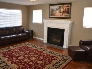 Beautifully remodeled home near Cahoon Park - Roswell vacation rentals