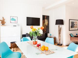 CLOUD88!*FANTASTIC 3bed3bath*DESIGN HOUSE*OXFORD ST*SPECIAL RATES*AIRPORT PICKUP - London vacation rentals