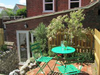 Lovely House with Washing Machine and Television - East Runton vacation rentals