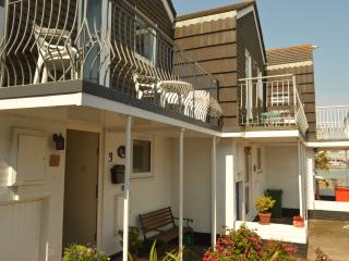 Anchor Cottage E. Cowes. Isle of Wight- waterside. - East Cowes vacation rentals