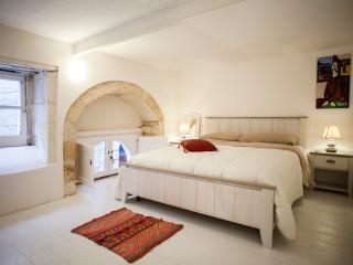 Charming house in Ortigia (Casa dei Pupi) - Syracuse vacation rentals