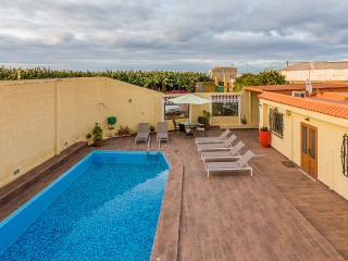 Relax en una finca de plataneras con piscina - Galdar vacation rentals