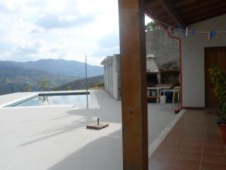 Moradia individual com piscina - Geres vacation rentals