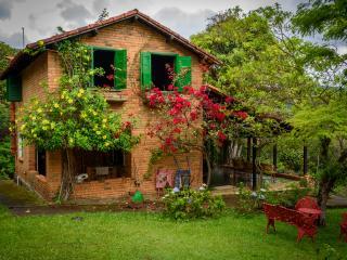 Linda Casa Rústica com 8 Cachoeiras - Rio Acima vacation rentals