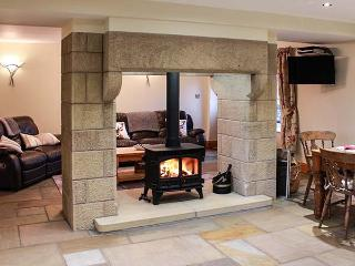 ORCABER COTTAGE, pet-friendly, WiFi, woodburner, great countryside views, Austwick, Ref 15486 - Austwick vacation rentals