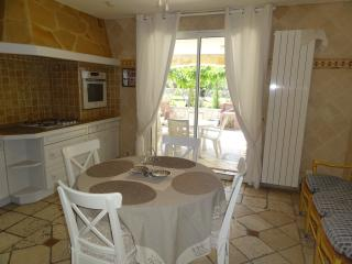 LOCATIONS DES ALPILLES - TAMARIS - Saint-Remy-de-Provence vacation rentals