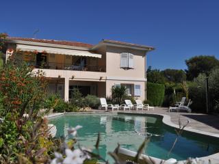 APPARTEMENT T3 dans villa avec piscine , prox mer - Saint Raphaël vacation rentals