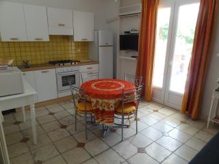 LOCATIONS DES ALPILLES - MICOCOULIER - Saint-Remy-de-Provence vacation rentals