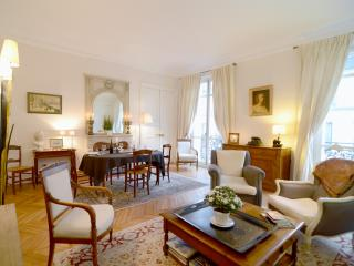 2 Bedroom Parisian Luxury Next to Champs-Elysées - Paris vacation rentals
