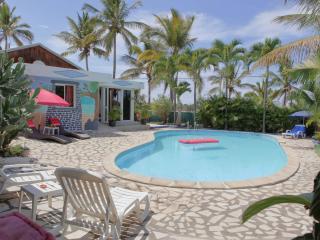 Villa avec piscine, jaccuizi et sauna - Saint-Louis vacation rentals