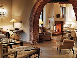 Bright 7 bedroom Farmhouse Barn in Lisciano Niccone with Internet Access - Lisciano Niccone vacation rentals