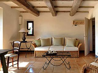 Cozy 3 bedroom Lisciano Niccone Farmhouse Barn with Internet Access - Lisciano Niccone vacation rentals