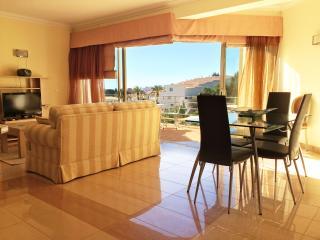 Charming 2 bedroom Ferragudo Condo with A/C - Ferragudo vacation rentals