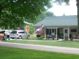 2 bedroom House with Internet Access in Shipshewana - Shipshewana vacation rentals