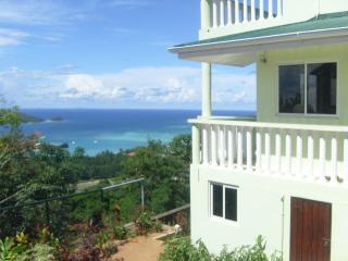 eden panoramic villa vue exceptionnelle - Victoria vacation rentals