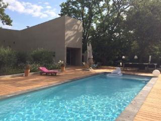 Holiday rental Villas Aix En Provence (Bouches-du-Rhône), 210 m², 3 900 € - Aix-en-Provence vacation rentals