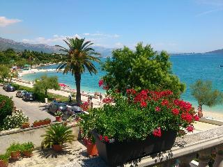 Apartman Sunce - 3m from the beach - Kastel Stari vacation rentals