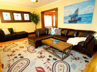 Bright 2 bedroom Condo in Minneapolis - Minneapolis vacation rentals