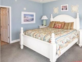 Fantastic Fall  Beach Svc. 3/3 Walk to Pier Park - Panama City Beach vacation rentals