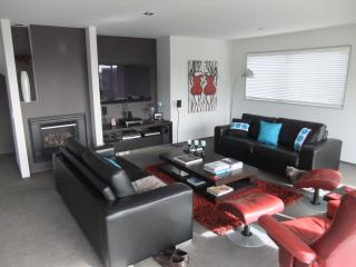 Comfortable 2 bedroom Bed and Breakfast in Christchurch with Internet Access - Christchurch vacation rentals