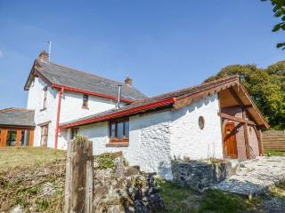 BRYNDIAS HOUSE, large gardens, sea view, woodburner, Pembrey, Ref 913796 - Pembrey vacation rentals