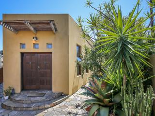 Mexican oasis in Sydney suburbs - Arncliffe vacation rentals