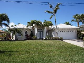 Villa Capri - Cape Coral 3b/2ba luxury home w/electric heated salt water pool/spa, gulf access canal, HSW Internet, Boat Dock with 10.000 lb Boat Lift - Cape Coral vacation rentals